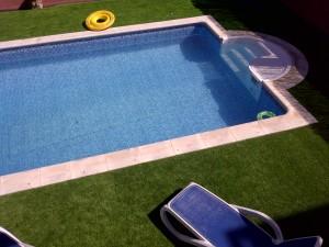 cesped_artificial_barato_40mm_piscina_guadalajara