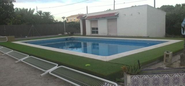 Restauracion corona piscina con cesped de 22mm Elche (Alicante)